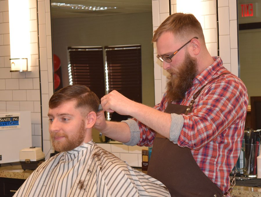 find the best mens haircut barber in milwaukee