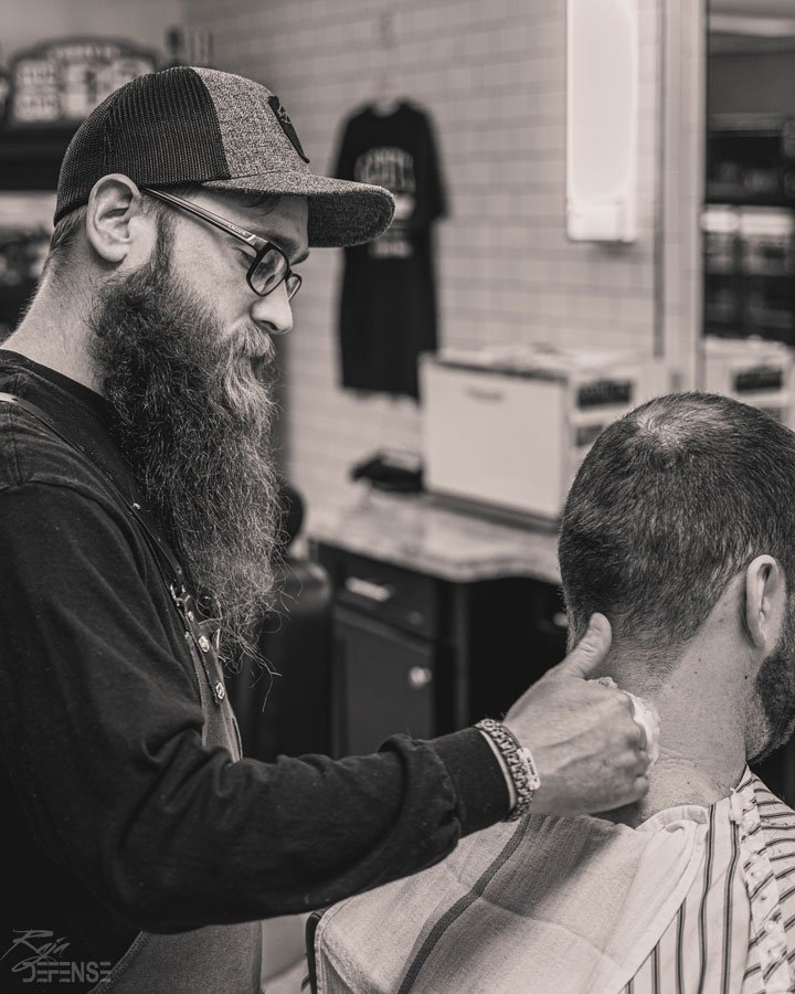 will straight razor shaving guys neck after haircut at gents